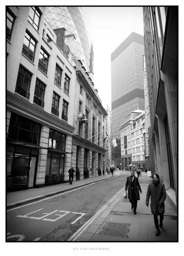 Left | Leica D-Lux 5