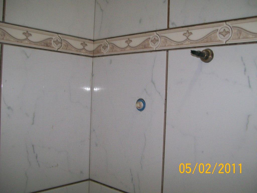 Neves & Garcia Acabamentos: fotos de banheiros com e sem faixa  #C0900B 1024x768 Acabamentos Banheiros Fotos