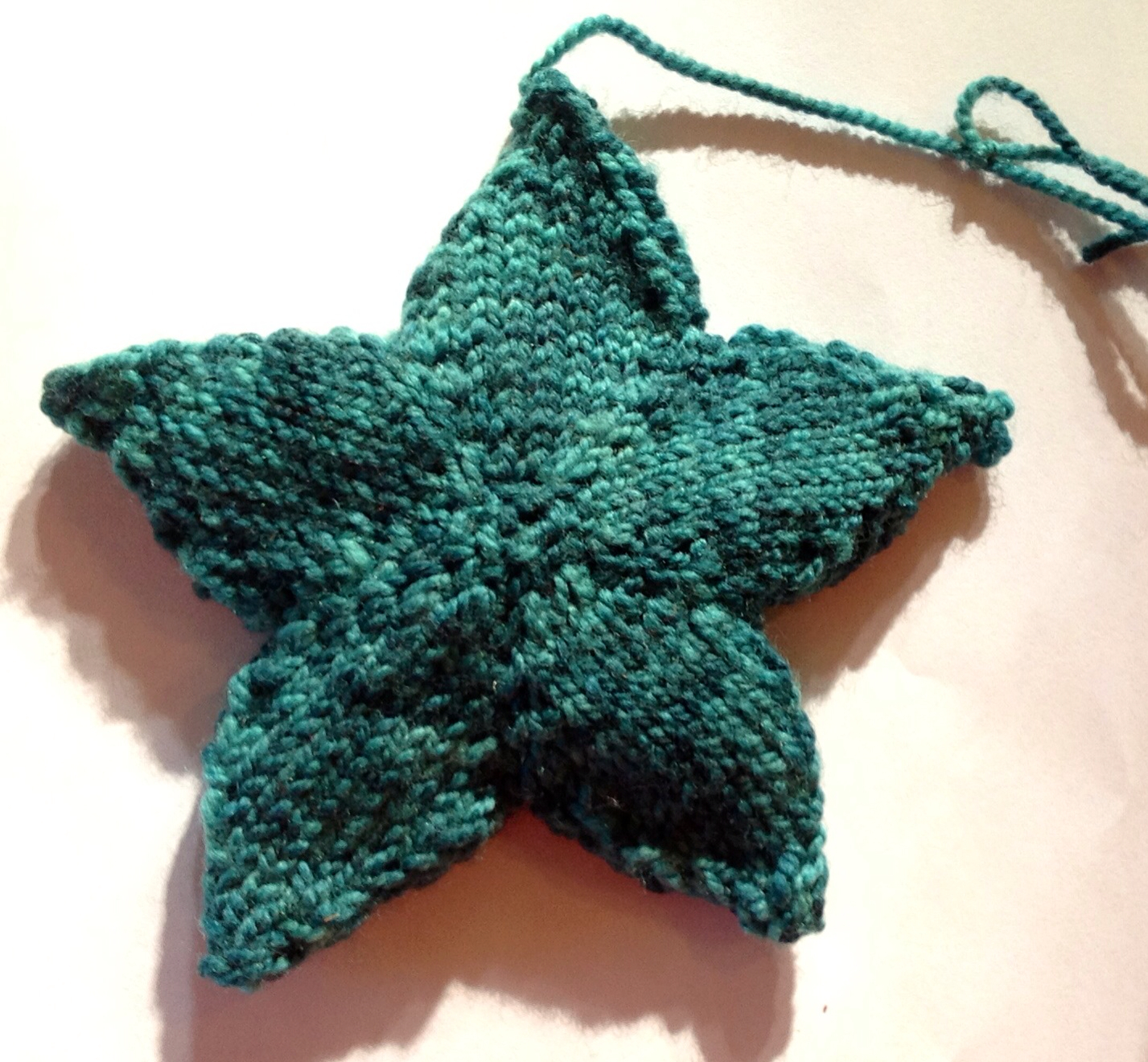 Simple Knitting Patterns Christmas Decorations : The Reluctant Knitter: Knitted borders and simple star ornament