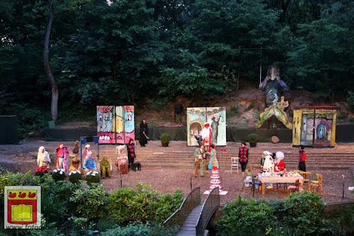 Alice in Wonderland, door Het Overloons Toneel 02-06-2012 (74).JPG