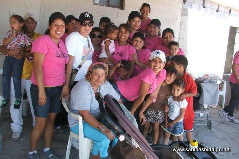 Jugadoras de Pekes de Bustamante en el softbol femenil del Club Sertoma