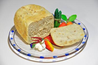 焼きたての「しあわせのパン」味わっています