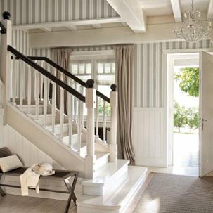 Dise o de interiores dise o interiores for Salones con escaleras interiores