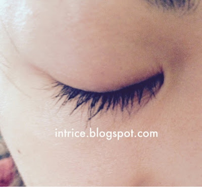 My lashes with Yves Saint Laurent Volume Effet Faux Cils Mascara - photo credit: intrice.blogspot.com