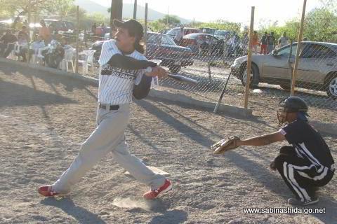 Margarito Ramos de Agua y Drenaje en el softbol del Club Sertoma