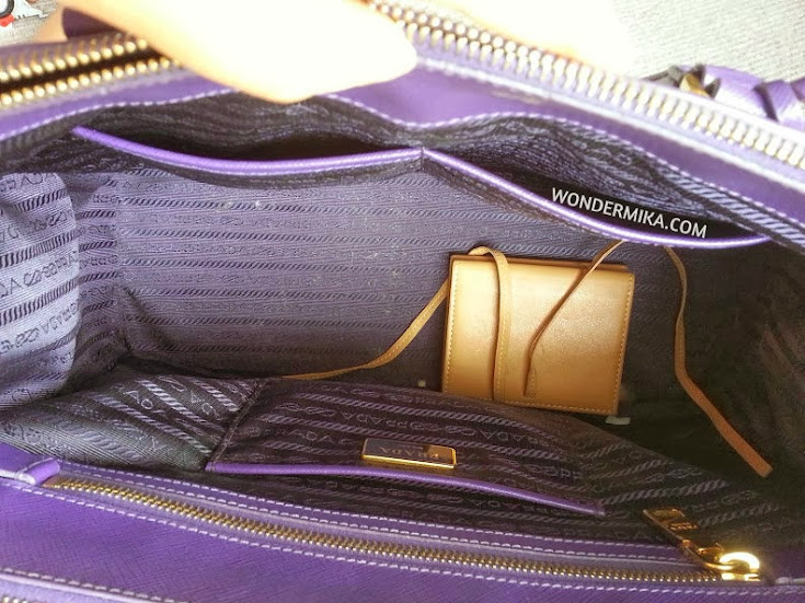 What is in my handbag? Plus review on Prada Saffiano Lux Tote