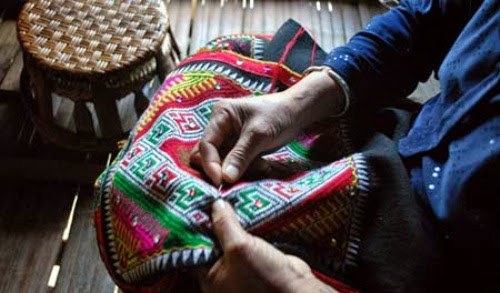 khan2 001 Ý nghĩa chiếc khăn Piêu của bà con dân tộc Thái