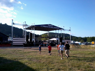 Chercking out the main stage