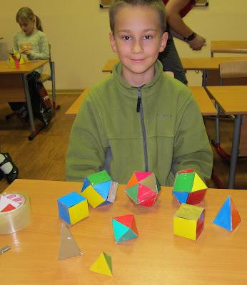 икосаэдры и призмы, пирамидки и кубики