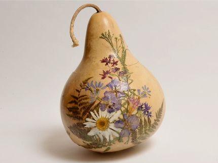 cabaça com decoupagem de flores secas