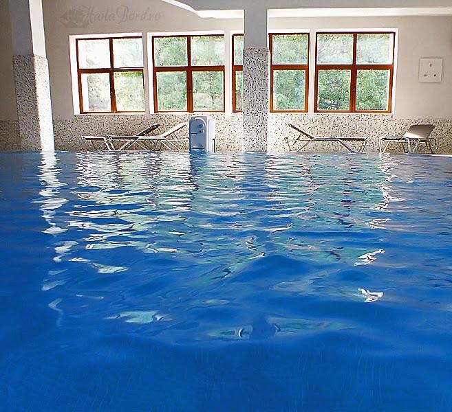 piscina hotel ozone baile tusnad