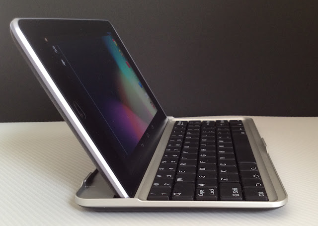 Bluetooth Keyboard for Google Nexus7を側面側から見たところ