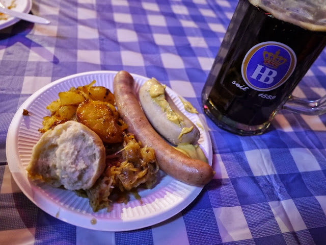 small german meal of sausages and a dunkel Hofbräu draft beer