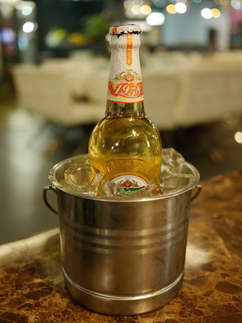 Shancheng Beer 1958 (9.5°) in a metal bucket of ice