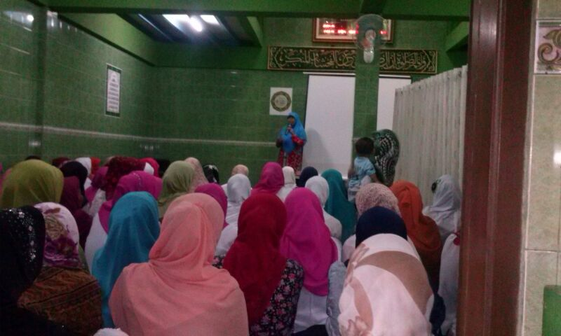 Ibu Siti Muntamah di pengajian tokoh Masjid At Taqwa Bagusrangin Lebak Gede