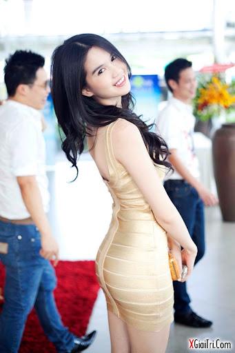 Váy bó sát mông Ngọc Trinh