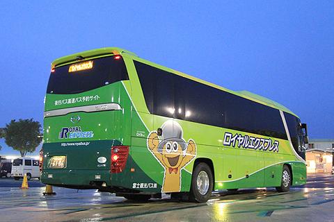 富士観光バス「ロイヤルエクスプレス」東京便 浜名湖SAにて リア