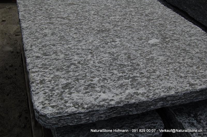 granittisch und bank aus tessiner naturstein granittisch f r innen und aussenbereich. Black Bedroom Furniture Sets. Home Design Ideas
