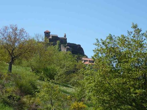 Château et église de Saint-Ilpize