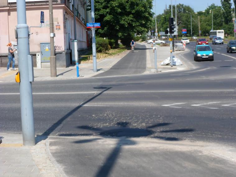 Po co ten lekki łuk na końcu DDR po drugiej stronie ulicy?