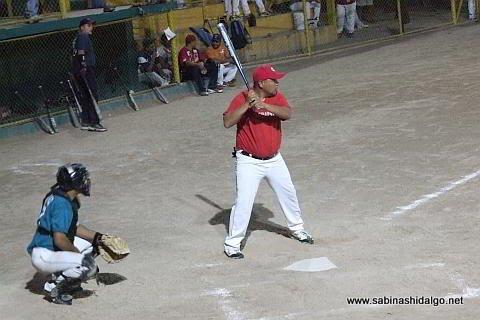 Heriberto Sánchez de Nenes en el softbol nocturno