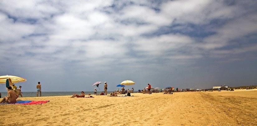 Playa de Los Enebrales en horario de mayor afluencia. Julio 2013