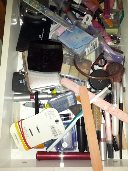 Make-up drawer organized | rick•a•bam•boo #organization