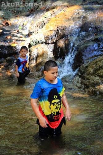 abang koning mandi air terjun di sungai kroh