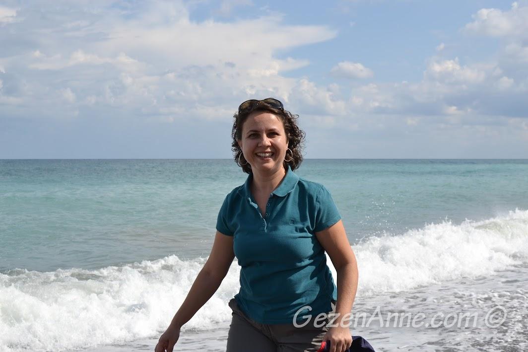 hırçın dalgalı Karadeniz, Cide sahilinde