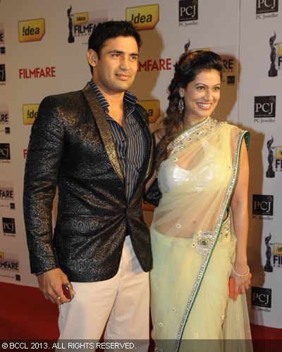 Payal Rohatgi with boyfriend Sangram Singh graced the red carpet during the 58th Idea Filmfare Awards, held in Mumbai.<br /> Click here for:<br />  58th Idea Filmfare Awards<br /> <br />  <br />