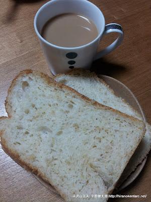 炊いた玄米が入ったパン