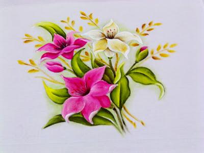 lirios rosados e lirio branco