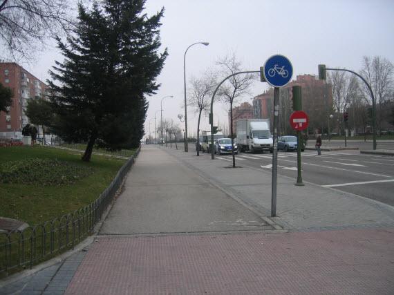 Carril bici de conexión de la Avenida Andalucía con la calle Cifuentes en Villaverde