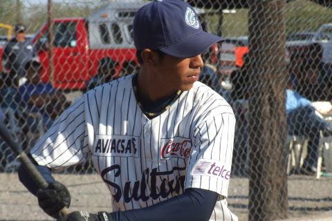 Amancio Torres de Yankees en el softbol del Club Sertoma