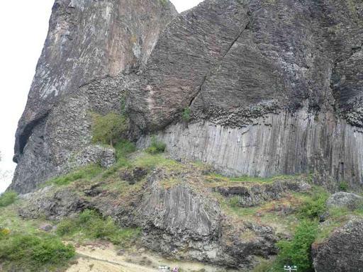 Falaise basaltique en face de Prades