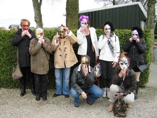 Maskers schilderen op buurvrouwendag 027.jpg