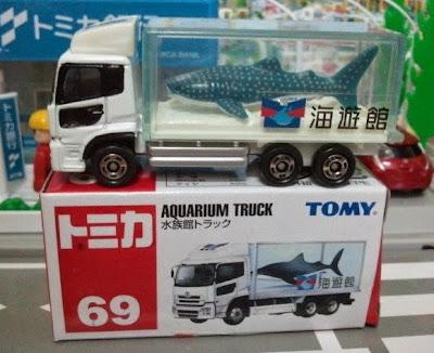 Ô tô mô hình Tomica 69 Aquarium Truck có kích thước nhỏ xinh và đẹp mắt