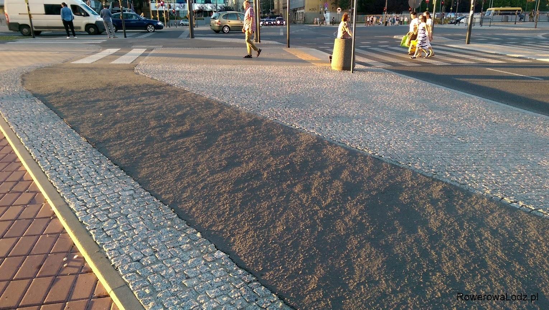 Ciekawostka zaobserwowana podczas zachodu słońca - czy tak powinien wyglądać równy asfalt?
