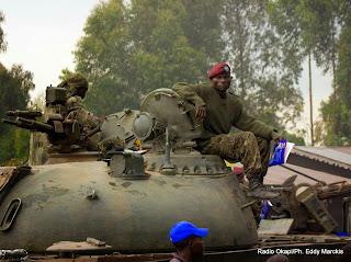 Des militaires des Forces armées de la RDC (FARDC) à Kibati (Nord-Kivu) non loin de Kanyesheja où des accrochages sont survenus entre l'armée rwandaise et ougandaise à la frontière commune, mercredi et jeudi 12 juin 2014.