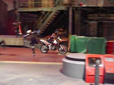 Faiz atropela Kamen Rider Beta com a AutoVajin
