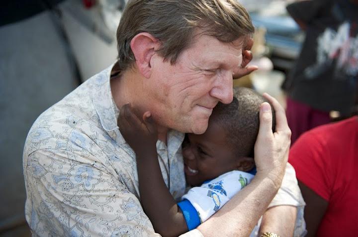 Wess Stafford và tấm lòng yêu thương trẻ em Phi Châu