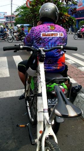 M-Bike Carrier agak mendekat