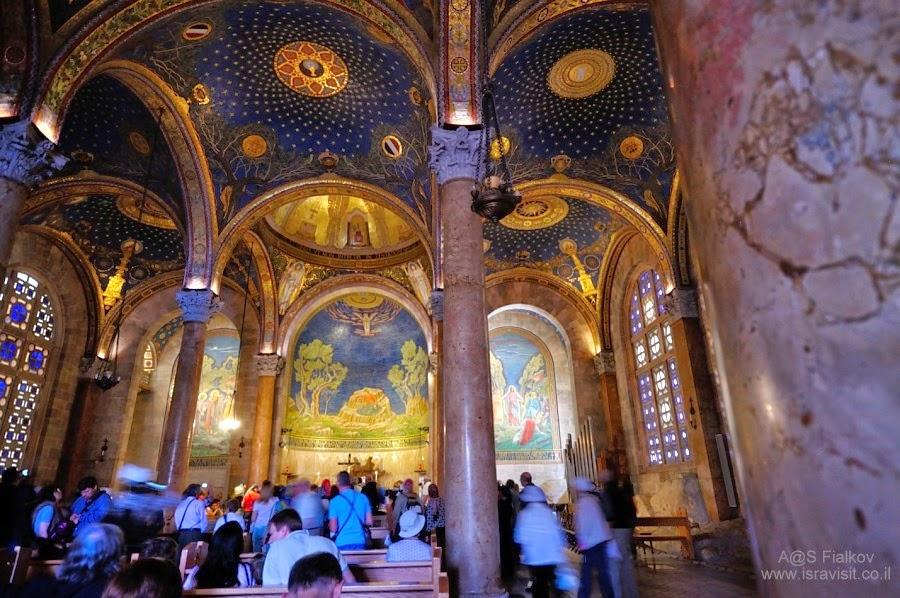 Церковь всех наций или Бази́ли́ка Аго́нии Госпо́дней в Гефсиманском саду. Архитектор Антонио Барлуцци. Экскурсия Иерусалим Христианский. Гид в Иерусалиме Светлана Фиалкова.