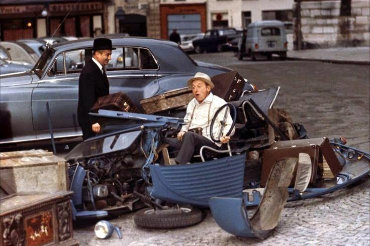 Bourvil dans le Corniaud après son accident en 2CV avec Louis de Funès