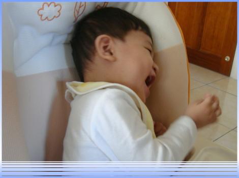 笑到捲起身子的寶貝耕輔