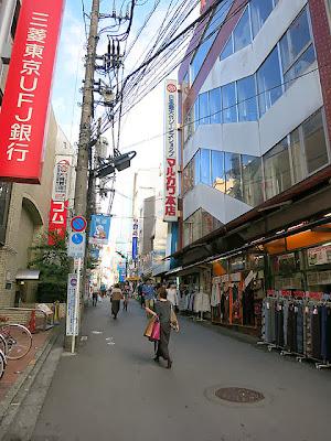 お店の近くの町田マルカワ本店の通り