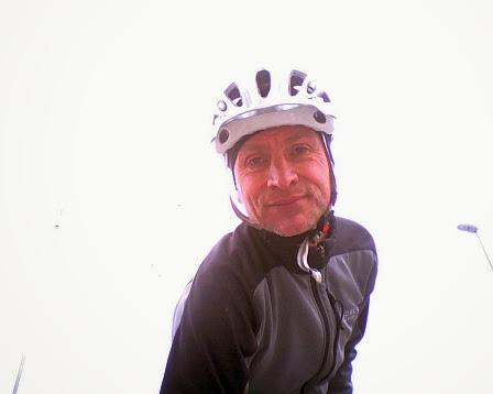 Chris fotografiert sich mit Webcam von Netbook Asus EeePC 1000HE
