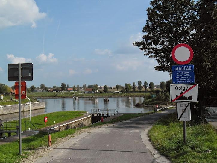 Canal Roulers-Lys (kanaal Roeselare-Leie -  Roeselaarse Vaart) fietssnelweg  F36 Ooigem%2B021