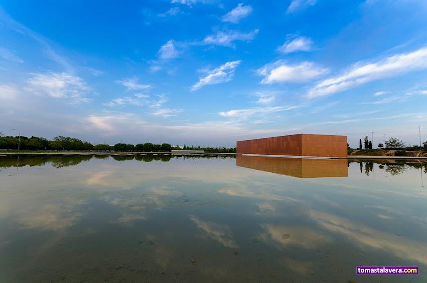 10-20 mm, Cielo, Edificios y Monumentos, MUA, Museo, Nikon D5100, Nubes, Paisajes, Reflejos, Sant Vicent del Raspeig,