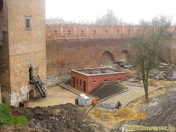 """""""Тарасів сортир"""" в луцькому замку. Листопад 2006 року"""